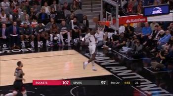 NBA, super schiacciata di Lonnie Walker IV