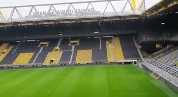 VIDEO. Bor Dortmund: You'll never walk alone stadio vuoto