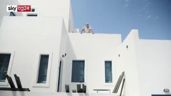 Santorini, pronti i plexiglass per i turisti