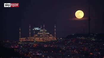 Turchia, la superluna a Istanbul