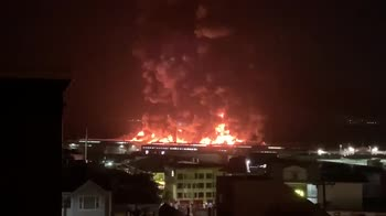 Incendio a San Francisco, distrutta parte del molo. VIDEO