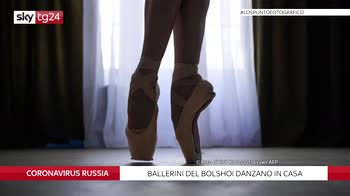 Russia, ballerini del Bolshoi ballano in casa durante lockdown. FOTO
