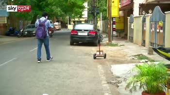 India, robot artigianale aiuta a fare la spesa