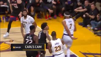 NBA, la schiacciata di Kelly Ombre su JaVale McGee