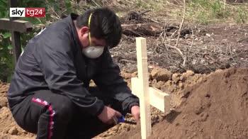 Bolivia, nei cimiteri si scava per seppellire nuovi morti