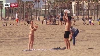 Spagna, spiagge di Barcellona riaprono dopo lockdown