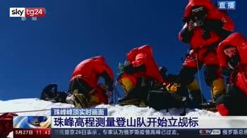 Spedizione cinese sull'Everest pe rimisurare la vetta