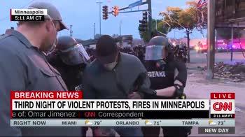 Scontri Minneapolis, giornalista Cnn arrestato in diretta