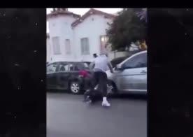 JR Smith aggredisce un uomo che gli sta distruggendo l'auto