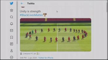 WARN! - i giocatori del liverpool in ginocchio in cerchio ad anfield: conduttrice commenta