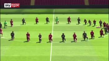 Morte George Floyd, squadra Liverpool si inginocchia in segno di solidarietà