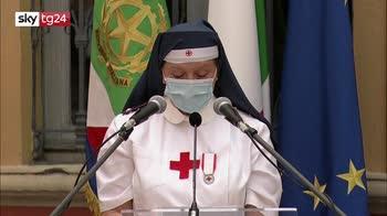 ERROR! 2 giugno, volontaria commossa nel saluto a Mattarella
