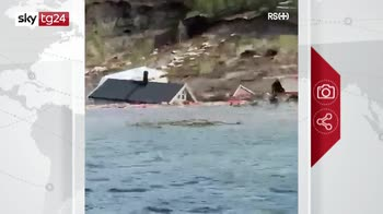 Norvegia, frana trascina case in mare