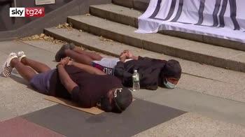 Floyd, manifestanti marciano sul ponte di Brooklyn