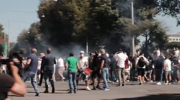 Forza Nuova e ultras in manifestazione a Roma: disordini