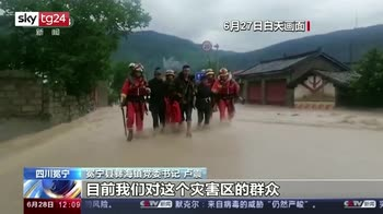 Piogge torrenziali in Cina, persone intrappolate
