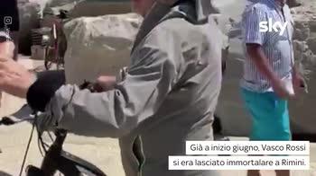 VIDEO Vasco Rossi al mare: gli scatti su Instagram