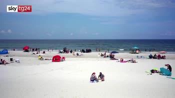 Florida, spiagge piene nonostante il picco covid