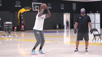 NBA, il primo allenamento di JR Smith ai Lakers