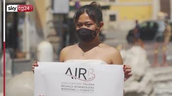 Coronavirus, matrimoni rinviati: flash mob delle spose a Roma
