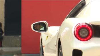 IBRA ARRIVO MILANELLO in Ferrari bianca codice SN932918