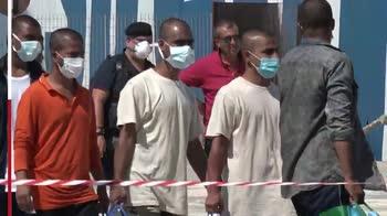 Migranti, in 250 trasferiti da Lampedusa a Porto Empedocle