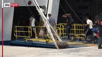 Arrivi e partenza, a Lampedusa si tampona l'emegenza