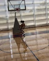 NBA: LaMelo Ball, alley-top pazzesco per sé stesso