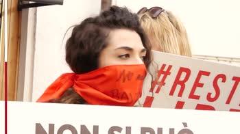 Restiamo liberi, sit in contro legge Zan su omotransfobia