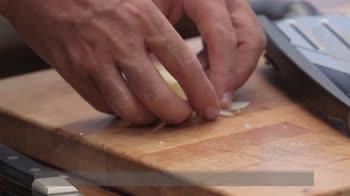 Ricetta dei panini li fa Max: lingua di pollo