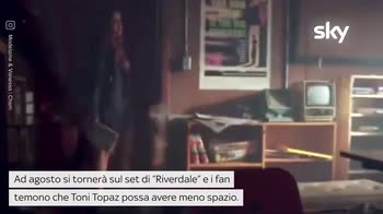 VIDEO Riverdale, Vanessa Morgan è incinta