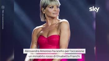 VIDEO Alessandra Amoroso, icona di stile in rosso