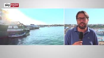 Lampedusa, prosegue lo sbarco di migranti