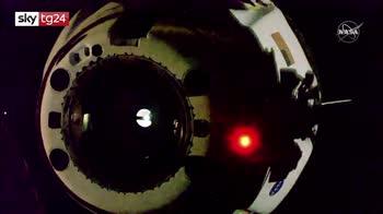 Space X Crew Dragon sganciata da Iss per ritorno sulla terra