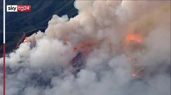 Usa, enorme incendio in California