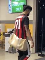 NBA, Danny Green con la maglia di Ibrahimovic del Milan