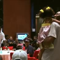 "Kobe Bryant, LeBron James guida il canto ""Happy Birthday"""