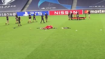 Bayern campione, la strana esultanza di Kimmich e Gnabry