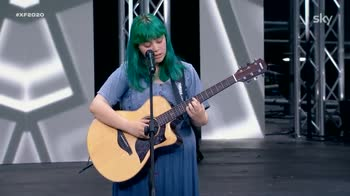 X Factor: la 16enne Casadilego fa emozionare la giuria