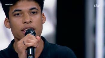 X Factor: Dylan fa piangere Emma con Lorenzo Fragola