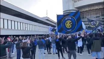 inter milan derby tifosi fuori san siro