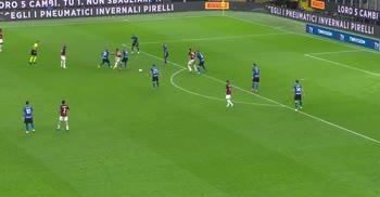 Inter-Milan: il passaggio di tacco di Calhanoglu