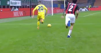 Milan-Verona: il dribbling di Zaccagni