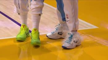 NBA, Harrell, che scarpe hai? Davis lo prende in giro