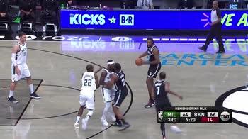 NBA, i 30 punti di Kevin Durant contro Milwaukee