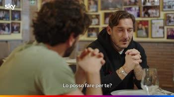 """Su Sky """"Speravo de morì prima"""": Totti e Pietro Castellitto"""