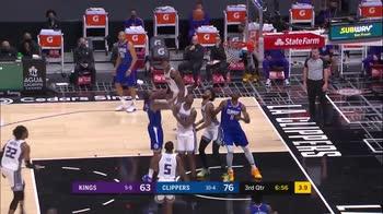 NBA, 32 punti di Kawhi Leonard contro Sacramento