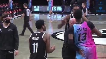 NBA: Irving, vietato lo scambio di maglia con Adebayo