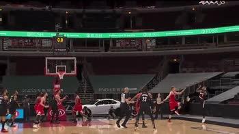 NBA, Damian Lillard segna il buzzer beater contro Chicago