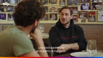 Serie tv Sky, Totti e il primo appuntamento con Ilary